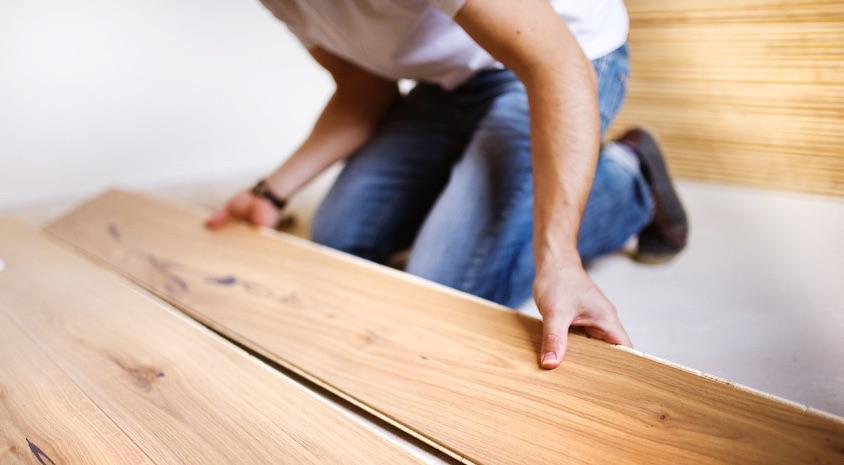 """""""Cómo solucionar los problemas"""" comunes de pisos de madera dura"""